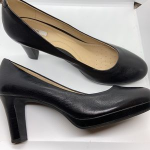 Geox black pumps